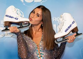 Sarah Lombardi bei HOLIDAY ON ICE; neues Show-Highlight SUPERNOVA!