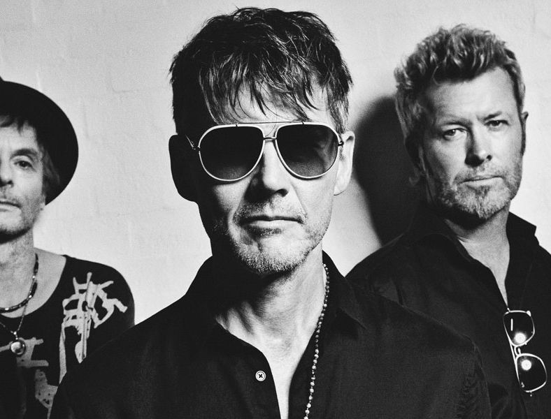 """A-HA spielen """"Hunting High And Low"""" live"""
