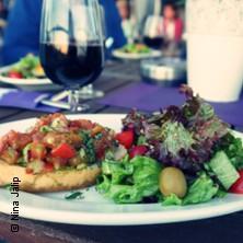 Food Tour Elphi & Hafencity | Adventure-World-Tours in HAMBURG * U-Bahn Station Überseequartier, Ausgang Elbphilharmonie,