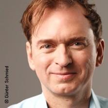 Christian Springer: Oben ohne, Schlachthof - Saal