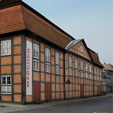Wie Einst im Mai - Theater und Orchester Neubrandenburg / Neustrelitz
