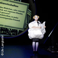 Alles Schwindel - Maxim Gorki Theater Berlin in BERLIN * Maxim Gorki Theater