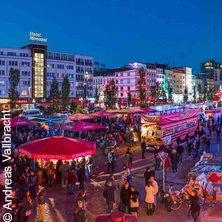 Kiez Kurios: Die St. Pauli Kieztour in HAMBURG * Riesenschild auf dem Millerntorplatz,