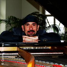 Die Kunst der Improvisation - Alan Torres am Klavier
